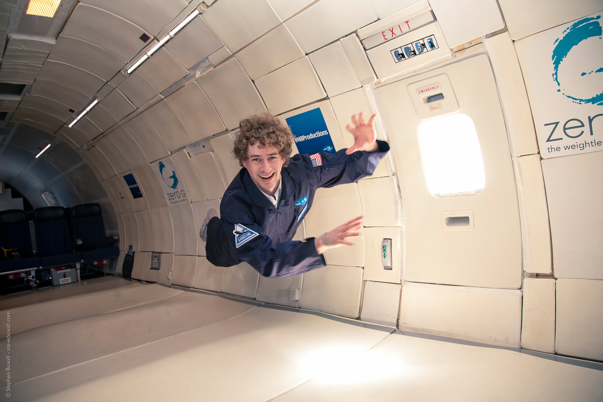 do astronauts in the space station experience gravity - photo #30